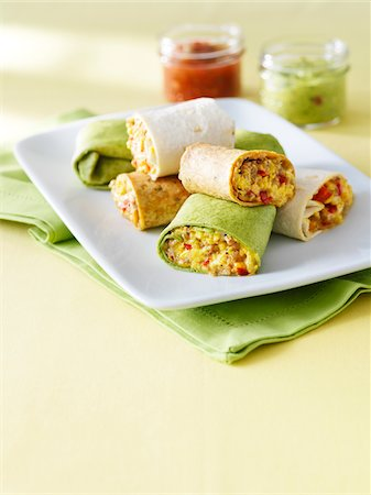 snack - egg, meat and red pepper burrito breakfast wraps cut and stacked on a plate with salsa and guacamole Stock Photo - Premium Royalty-Free, Code: 600-06532000