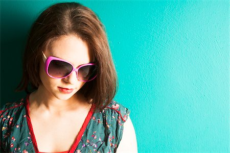 female only - Portrait of Young Woman Wearing Sunglasses in Studio Stock Photo - Premium Royalty-Free, Code: 600-06645768