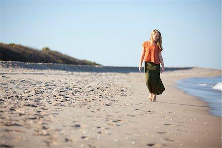 Young Woman Enjoying Walk on Beach, Palm Beach Gardens, Palm Beach County, Florida, USA Stock Photo - Premium Royalty-Free, Code: 600-06701899