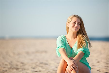 Portrait of Young Woman Sitting on Beach, Palm Beach Gardens, Palm Beach County, Florida, USA Stock Photo - Premium Royalty-Free, Code: 600-06701907