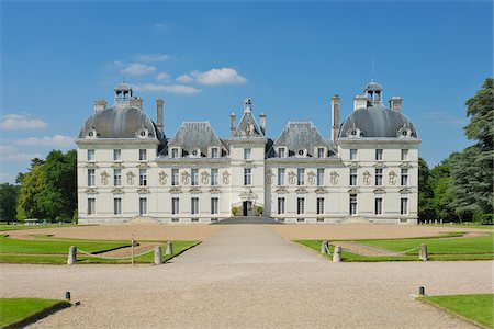 french (places and things) - View of the 17th century Chateau de Cheverny (Cheverny Castle). UNESCO World Heritage Site, Loir-et-Cher, Loire, Loire Valley, France. Stock Photo - Premium Royalty-Free, Code: 600-06714196