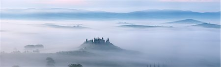 Typical Tuscany landscape in morning with fog, in foreground is Podere Belvedere a farm near San Quirico d'Orcia. Val d'Orcia, Orcia Valley, Siena district, Tuscany, Toscana, Italy. Stock Photo - Premium Royalty-Free, Code: 600-06732589