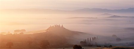 Typical Tuscany landscape in morning with fog, in foreground is Podere Belvedere a farm near San Quirico d'Orcia. Val d'Orcia, Orcia Valley, Siena district, Tuscany, Toscana, Italy. Stock Photo - Premium Royalty-Free, Code: 600-06732590
