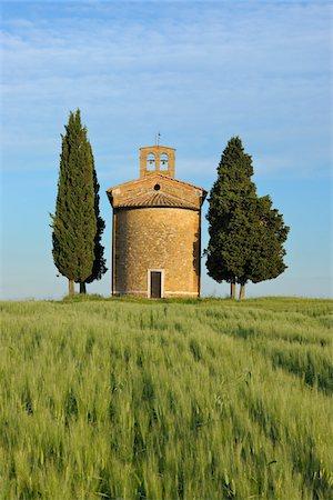Chapel of Vitaleta with Cypress Trees in green field. Chapel of Vitaleta, Val d´Orcia, Siena Province, Tuscany, Italy. Stock Photo - Premium Royalty-Free, Code: 600-06732623