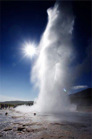 europe - People watching Strokkur Geyser Erupting, Haukadalur, Iceland Stock Photo - Premium Royalty-Free, Code: 600-06752560