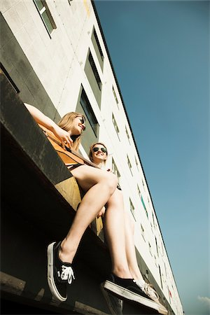 Young women sitting outdoors, hanging out and playing guitar, Mannheim, Germany Stock Photo - Premium Royalty-Free, Code: 600-06786780