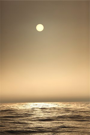 The Atlantic ocean illuminated by sun as seen from a sailboat at sea in the fog Stock Photo - Premium Royalty-Free, Code: 600-06782115