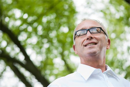 Close-up portrait of mature man wearing horn-rimmed eyeglasses in park, Mannheim, Germany Stock Photo - Premium Royalty-Free, Code: 600-06782234