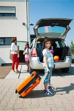Family Loading Van with Luggage for Vacation, Mannheim, Baden-Wurttemberg, Germany Stock Photo - Premium Royalty-Free, Code: 600-06808919