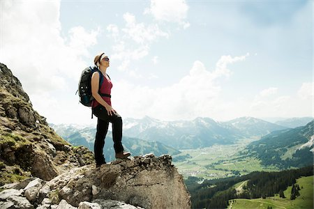 Mature woman standing on cliff, hiking in mountains, Tannheim Valley, Austria Foto de stock - Sin royalties Premium, Código: 600-06826340