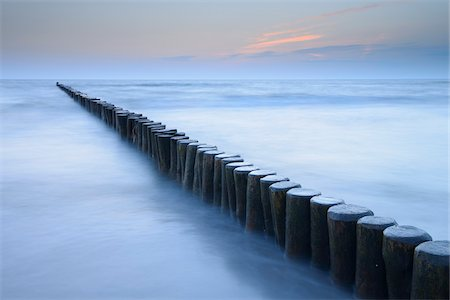 dreamy - Groyne before sunrise, Zingst, Darss, Fischland-Darss, Baltic sea, Mecklenburg-Western Pomerania, Germany, Europe Stock Photo - Premium Royalty-Free, Code: 600-06841697