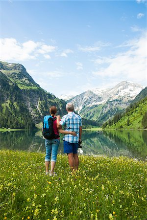 Couple Hiking by Lake, Vilsalpsee, Tannheim Valley, Tyrol, Austria Foto de stock - Royalty Free Premium, Número: 600-06841775