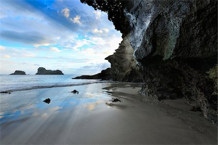 Beach at Dawn, Cathedral Cove, Hahei, Waikato, North Island, New Zealand Stock Photo - Premium Royalty-Free, Code: 600-06894826