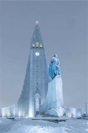 european (places and things) - Statue of Leifur Eiriksson and Hallgrimskirkja, Reykjavik, Iceland Stock Photo - Premium Royalty-Free, Code: 600-06895021