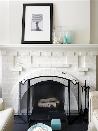 decorations - Fireplace and Mantle in White Living Room, Toronto, Ontario, Canada Stock Photo - Premium Royalty-Free, Code: 600-06935025