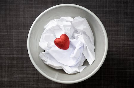 Heart shaped decoration with cruled paper in wastebasket Stock Photo - Premium Royalty-Free, Code: 600-06961801