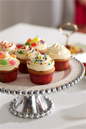 sweets - Cupcakes on Cake Stand for Party, Studio Shot Stock Photo - Premium Royalty-Free, Code: 600-06963776