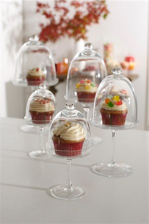 dessert - Cupcakes Displayed in Cake Stands for Party, Studio Shot Stock Photo - Premium Royalty-Free, Code: 600-06963777