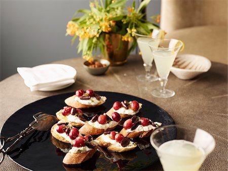 elegant - Grape Crostini on Platter with Drinks, Studio Shot Stock Photo - Premium Royalty-Free, Code: 600-07067619