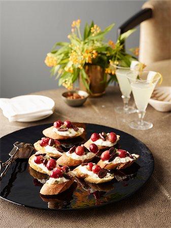 elegant - Grape Crostini on Platter with Drinks, Studio Shot Stock Photo - Premium Royalty-Free, Code: 600-07067620