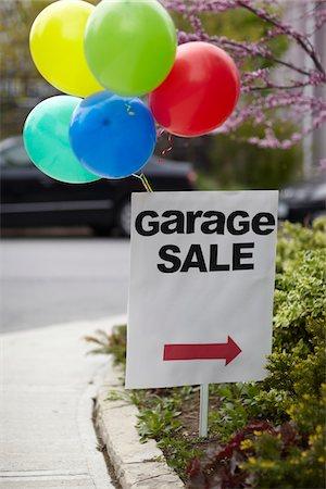 spring - Garage Sale Sign with Balloons, Toronto, Ontario, Canada Stock Photo - Premium Royalty-Free, Code: 600-07067651
