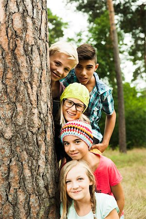Portrait of group of children posing next to tree in park, Germany Stock Photo - Premium Royalty-Free, Code: 600-07117118