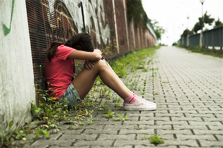 sitting - Girl Sitting on Ground in Alley, Mannheim, Baden-Wurttemberg, Germany Stock Photo - Premium Royalty-Free, Code: 600-07117288