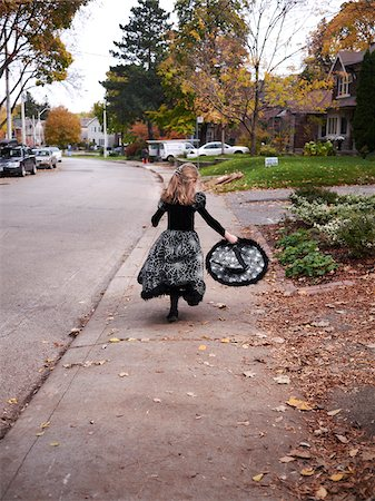 Girl Trick or Treating in Witch Costume, Toronto, Ontario, Canada Stock Photo - Premium Royalty-Free, Code: 600-07110417