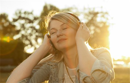 Young Woman Listening to Music with Headphones, Mannehim, Baden-Wurttemberg, Germany Stock Photo - Premium Royalty-Free, Code: 600-07110647