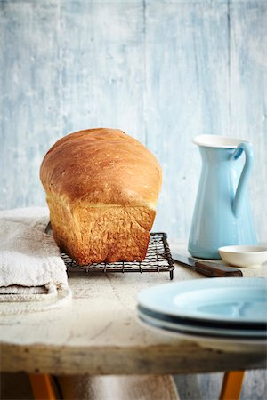 Loaf of Bread on Cooling Rack, Studio Shot Stock Photo - Premium Royalty-Free, Code: 600-07110668