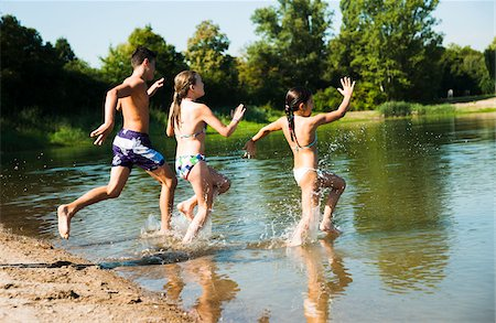Kids Running into Lake, Lampertheim, Hesse, Germany Stock Photo - Premium Royalty-Free, Code: 600-07148098