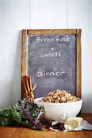 Menu Board with kale, cinnamon, cranberries, tofu and bowl of quinoa, studio shot Stock Photo - Premium Royalty-Free, Code: 600-07156148