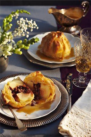 dessert - Apple Pie Dumplings with caramel sauce Stock Photo - Premium Royalty-Free, Code: 600-07156142