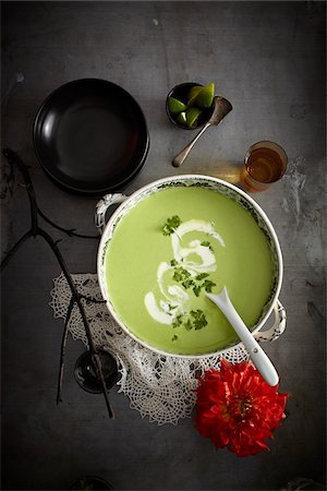 design (motif, artistic composition or finished product) - Cilantro soup in bowl with red flower, Mexican Fiesta, studio shot Stock Photo - Premium Royalty-Free, Code: 600-07156150