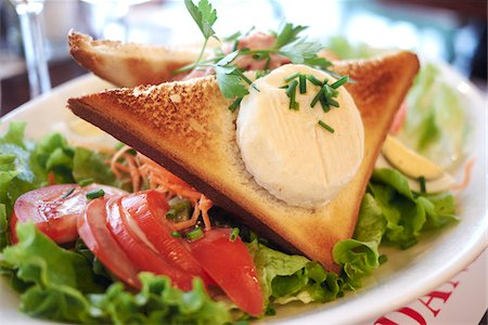 french (places and things) - Close-up of Toast with Cheese on Salad, cafe, Paris, France Stock Photo - Premium Royalty-Free, Code: 600-07156236