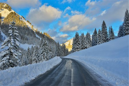 Road in Winter with Snow Covered Mountains, Berwang, Alps, Tyrol, Austria Stock Photo - Premium Royalty-Free, Code: 600-07156474