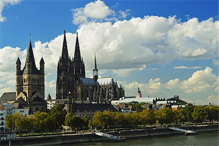 Cologne Cathedral and Rhine River, Cologne, North Rhine-Westphalia, Germany Stock Photo - Premium Royalty-Free, Code: 600-07199440