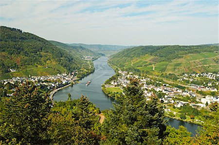 Bullay and Moselle River, Rhineland-Palatinate, Germany Stock Photo - Premium Royalty-Free, Code: 600-07199463
