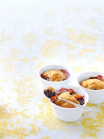 Individual Servings of Peach and Blackberry Cobbler, Studio Shot Stock Photo - Premium Royalty-Free, Code: 600-07204028