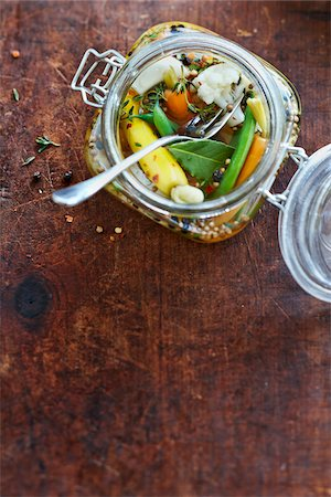 Overhead Shot of Antique Jar of Pickled Vegetable Relish with Green Beans, Carrots, Cauliflower, Thyme, Bay Leaf, Peppercorns and White Onions in Vinegar Stock Photo - Premium Royalty-Free, Code: 600-07204036