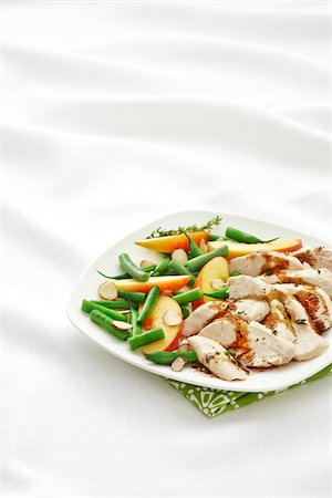 Single Serve Plate with Poached Chicken Breast, Green Beans, Peaches, Slivered Almonds, and Thyme with Balsamic Vinagrette Dressing, Studio Shot Stock Photo - Premium Royalty-Free, Code: 600-07204053