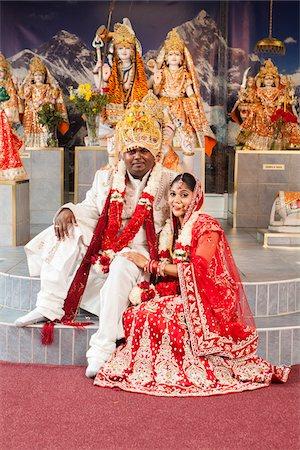 Portrait of Hindu Bride and Groom, Toronto, Ontario, Canada Stock Photo - Premium Royalty-Free, Code: 600-07204154