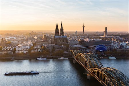 Elevated View of Hohenzollern Railroad Bridge over River Rhine by Cologne Cathedral at Sunset, North Rhine-Westphalia, Germany Stock Photo - Premium Royalty-Free, Code: 600-07238074