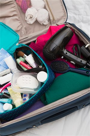 Women's Toiletry Travel Bag in Packed Suitcase Stock Photo - Premium Royalty-Free, Code: 600-07232294
