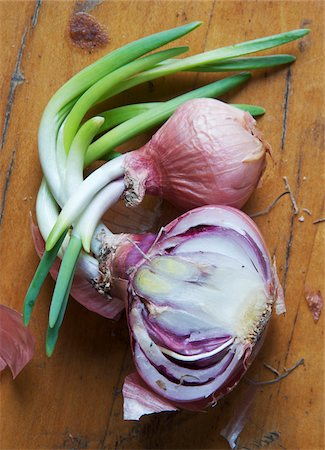 sprout - Sprouting shallots on wooden background, studio shot Stock Photo - Premium Royalty-Free, Code: 600-07240891