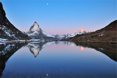 Matterhorn reflected in Lake Riffelsee at Dawn with Moon, Zermatt, Alps, Valais, Switzerland Fotografie stock - Premium Royalty-Free, Codice: 600-07278759