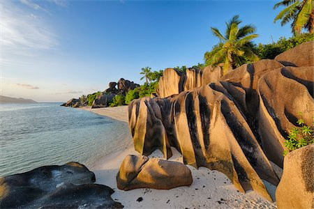 Rock Formations and Palm Trees near Sunset, Anse Source d´Argent, La Digue, Seychelles Fotografie stock - Premium Royalty-Free, Codice: 600-07453853