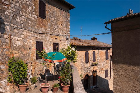 View of building with balcony garden, San Gimignano, Province of Siena, Tuscany, Italy Stock Photo - Premium Royalty-Free, Code: 600-07487428