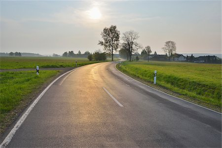 roads and sun - Winding Country Road with Sun, Reichlos, Grebenhain, Vogelsberg District, Hesse, Germany Stock Photo - Premium Royalty-Free, Code: 600-07599975