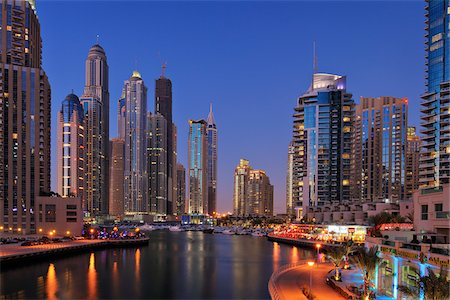 Skyscrapers at Dubai Marina illuminated at Dusk. Dubai, United Arab Emirates Fotografie stock - Premium Royalty-Free, Codice: 600-07653875